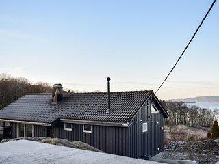 Beautiful home in Bjoa w/ WiFi and 4 Bedrooms (N17299)