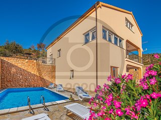 Nice home in Modric w/ Outdoor swimming pool and 4 Bedrooms (CDA732)