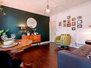 Rustic Camberwell Apartment - ATT