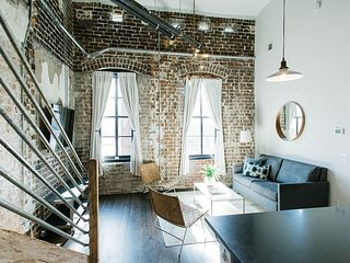 Chic Urban Loft with Ensuite Bathrooms on Broughton Street by Lucky Savannah