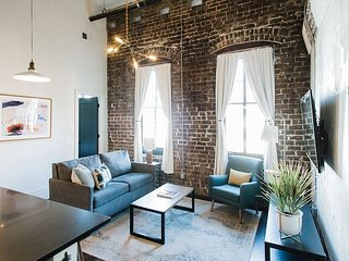 Flexible Refund Policies: Renovated 3BR/3BA Loft at The Grant