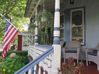 627 Hughes Street - (WHOLE HOUSE 8 BED/4 BATHS) 145230