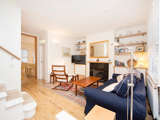 Popular and charismatic apartment a short walk to The Thames