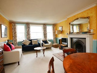 Typically English 2 bedroom apartment in Residential area near South Kensington