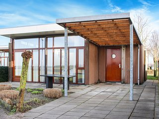 Nice home in Bunschoten-Spakenbu w/ WiFi and 2 Bedrooms (HUT027)