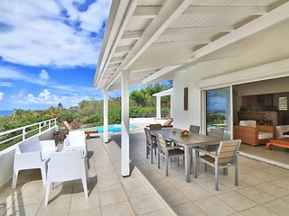 CALM AND PEACE IN THIS BEAUTIFUL SEA VIEW VILLA - JARDINS D'ORIENT BAY
