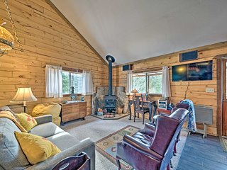 NEW! Tree House Bungalow < 3 Mi to Ski Cloudcroft!