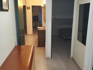 Amplio y tranquilo. 4 habitaciones. Dos baños. WiFi.  Facil aparcamiento.