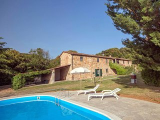 Nice, comfortable and typical Tuscan lodgings in a lovely farmhouse, D1