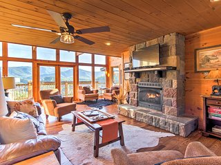A Grand View: Luxurious Smoky Mtn Family Retreat!
