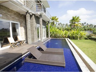 2 BR Private Pool Villa+Breakfast+Paddies View W/Lovely Staff       (S25)