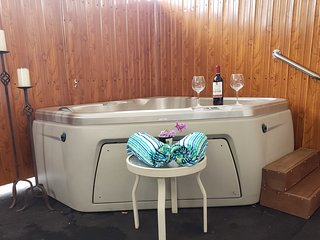 ESCAPE WITH PRIVATE JACUZZI R&R VACATIONAL