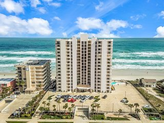 Bright ocean front condo w/ Free WiFi next to beach, and close to Speedway!