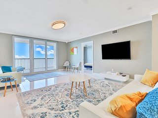 Oceanfront condo, steps to the beach with beautiful  balcony view of the ocean!