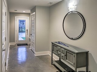NEW! Modern Townhome w/Rooftop: 2.5 Mi to Broadway