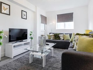 Sleek 3BDR Apt Near Regents Park in Central London