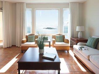 5546 Las Casitas Village 3 bedroom 3 Bath Ocean Front