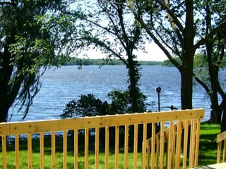 Sugar Creek Lakehouse - a lakefront paradise!