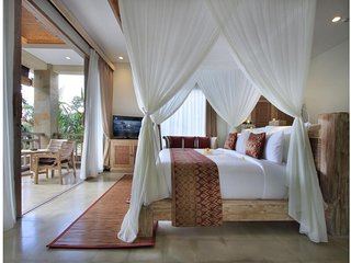 Suite Room+Breakfast+King Bed & Lovely Staff           (the Udya12)