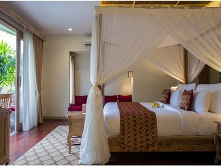 Luxury Stunning Pool Suite Room - Breakfast W/Friendly Staff      (Udya12)