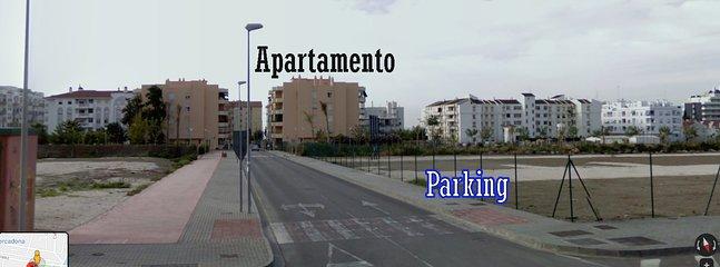 Zona de aparcamiento gratuito a 50 metros del apartamento