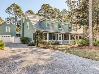 Serenity in Seagrove Beach w/ private pool, pool spa, dog-friendly, guest suite