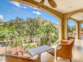 Beautiful condo w/ great location, balcony and shared pool - near to Jacó beach