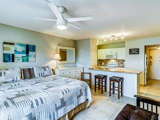 Orange Beach, Gulf view condo w/ shared pools, tennis courts, & beach access