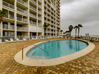 Ground floor, coastal-chic, beachfront condo w/ shared pool, hot tub, tennis