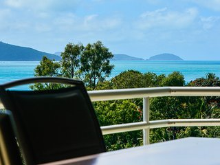 Poinciana 101 Hamilton Island Ocean View 3 Bedroom With Buggy
