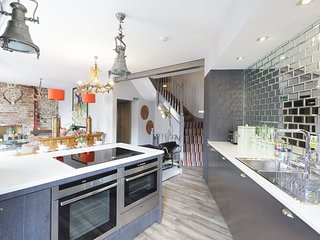 Stylish 4 bedroom Brighton Holiday apartment Sleeps 10 Seven Dials Parkers Pad