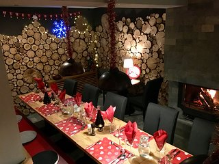 Snowflake Chalets - Catered chalet with hot tub and sauna