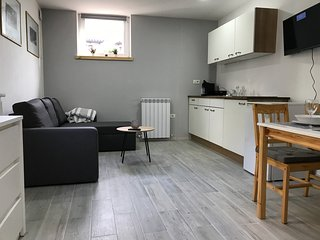 Modern Apartment Very Close To The Beach - Self Check-In, Parking & WiFi