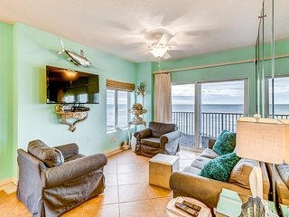 Gulf front condo w/ a full kitchen, private balcony, shared pools, & hot tub!