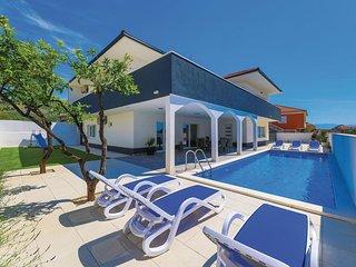Nice home in Seget Donji w/ Outdoor swimming pool, Sauna and WiFi (CDC331)