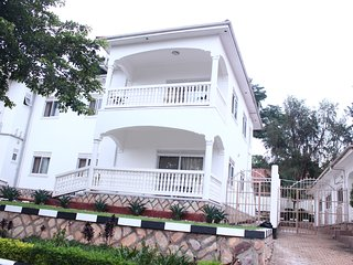 Muyenga Vacation Home - Premium Apartment, 2 Bedrooms, Ensuite