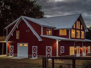 Barndominium for 2 - upscale farm, animal friendly