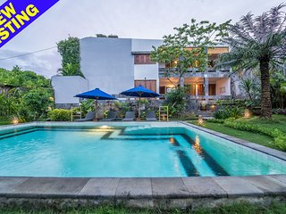 Newly renovated, 3 bedroom Villa Santai Libur, feature gardens, Nr beach, Lovina