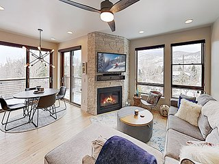 Brand-New Condo by the Blue River - Close to Downtown, Ski Resorts