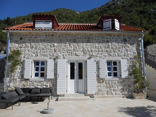 Lemon Tree - Traditional Style Stone House, With Sea And Mountain Views