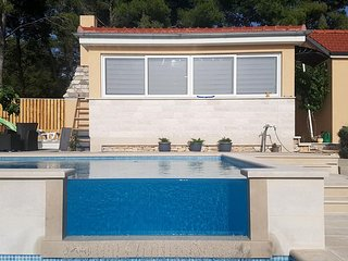 Osibova Holiday Home Sleeps 6 with Pool Air Con and WiFi - 5826727