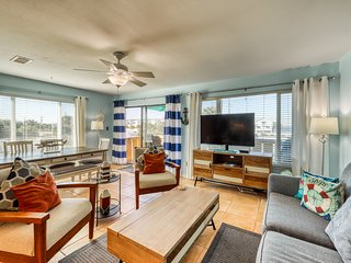 Remodeled beachside townhome w/ Gulf views and shared pools - Snowbirds welcome!