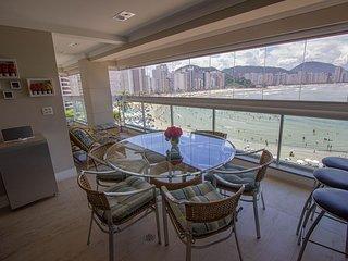 Alto estilo no Guarujá – apartamento de frente para o mar