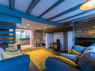 Cosy 2 Bedroom Cottage with Log-Burner & Parking