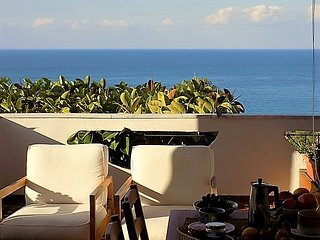 Apartment in villa 350 meters from the sea, splendid view of the bay Med'2