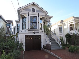Beautiful Victorian on quiet tree lined street on Alameda Island