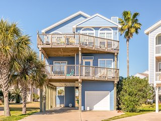 NEW LISTING! Beautiful, family-friendly, Gulf-view home - walk to the beach!