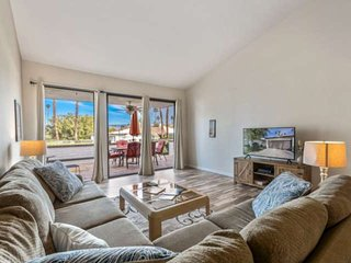 Relax & Unwind, Rancho Las Palmas Country Club!! Lovely Condo with Mountain and