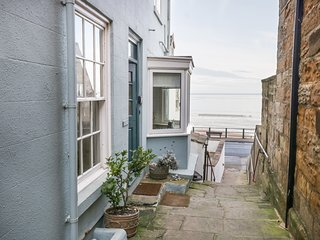 BEACHSIDE COTTAGE, 8 bedrooms, Sandsend