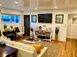 ❤️Venice Beach Gem w/Patio, near Abbot Kinney & Canals  (1 bedroom, 4 guest max)